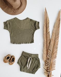 Baby Unisex shirt and pants set, Oversized tee and shorties , Fern set, Modern clothes Neutral Baby Clothes, Cute Baby Clothes, Toddler Girl Outfits, Kids Outfits, Baby Outfits, Little Fashion, Baby Girl Fashion, Shorty, Oversized Tee