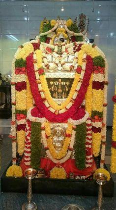 Raghavendra Hanuman Images, Goddess Lakshmi, Lord Vishnu, God Pictures, Indian Gods, Having A Blast, Spirituality, Christmas Ornaments, Holiday Decor