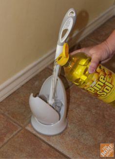 desinfecte CEPILLO LIMPIA WC.   Vertir producto desinfectantee en compartimiento entre usos. http://diyhshp.blogspot.com/search/label/orgclean