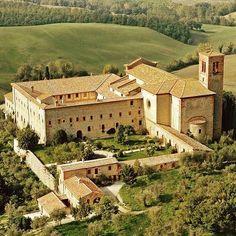 Sant'Anna in Camprena is a renaissance monastery near Pienza and Montepulciano (1517) #siena #montepulciano #pienza #chiantilovers #ilovetuscany #tuscanyexperience #chiantilife #igers #igerssiena #igersitalia #igerschianti #tuscany #toscana #instapic #instacool #instagood #instamood #instadaily #picoftheday #volgotoscana #volgoitalia #igersfirenze #igerssiena #italy #love #wonderful #church #monastery