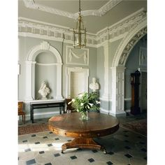 Florence Court in Ireland ~ built mid-1700 A niche in the entrance hall at Florence Court. It contains a swagger marble bust said to be of W illiam III.