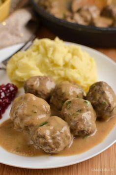 Use vegan meatballs. For sauce use mushroom broth and vegan cream cheese.Slimming Eats Swedish Meatballs and Gravy - gluten free, Slimming World and Weight Watchers friendly Slimming Eats, Slimming World Recipes, Slimming Word, Ww Recipes, Cooking Recipes, Healthy Recipes, Celiac Recipes, Recipies, Savoury Recipes