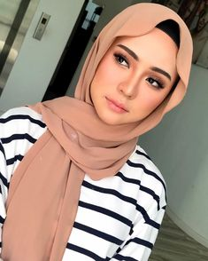 See More – Hijab Fashion 2020 Hijab Turban Style, Mode Turban, Hijab Chic, Hijabi Girl, Girl Hijab, Modern Hijab Fashion, Muslim Fashion, Hijab Makeup, Hijab Style Tutorial