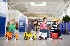 Trunki - Kids Ride On Luggage Must Have Travel Accessories, Travel Quotes Tumblr, Girls Ugg Boots, Attractions In Orlando, Orlando Theme Parks, Flying With Kids, Kids Ride On, Diabetic Dog, Florida Travel
