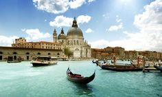 Enjoy a holiday trip to Italy and discover the waterways of Venice