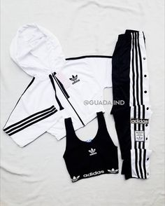 Cute Lazy Outfits, Swag Outfits For Girls, Crop Top Outfits, Girls Fashion Clothes, Sporty Outfits, Teenager Outfits, Teen Fashion Outfits, Korean Outfits, Retro Outfits