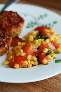 Easy Side Dish: Corn, Tomato and Basil Saute linda cheek salads Frozen vegetables are great staples to always have on hand and you can pair them up with a side dish like this Corn, Tomato and Basil Saute. linda cheek Frozen vegetables a Tomato Side Dishes, Vegetarian Side Dishes, Best Side Dishes, Healthy Side Dishes, Vegetable Sides, Vegetable Side Dishes, Vegetarian Food, Vegan Food, Main Dishes