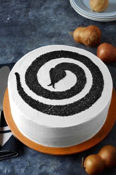 Snake Cake: If minimal cakes are your thing, keep it sss-simple with this snake swirl detail. Click through for more Halloween cake recipes you'll love!