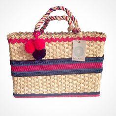 Olha o que te espera amanhã na @brandsmarketingdesign !!! Nossa Customizada Ipanema linda de viver!!! Já disponível em nossa loja virtual - www.lindamoliva.com.br - entregamos em todo o Brasil!!! #lindamoliva #euusolindamoliva #brandsmarketingdesign #vemparabrands #moda #fashion #bolsadepalha #bolsasdepalha #customizada #look #lookdodia #bolsa #bolsaslovers #feitaamão