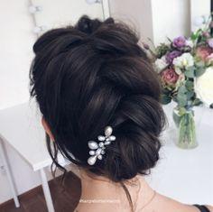 Убранная причёска с плетением на короткие волосы. Short hair braided updo