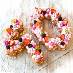 Numerokakku Something Sweet, Kids And Parenting, Floral Wreath, Wreaths, Baking, Party, Recipes, Food, Cakes