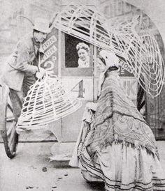 Victorian Fashion Rare Vintage Photos Show How to Make a Crinoline Antique Photos, Vintage Pictures, Vintage Photographs, Old Pictures, Old Photos, Victorian Street, Victorian Era, Victorian Fashion, Vintage Fashion