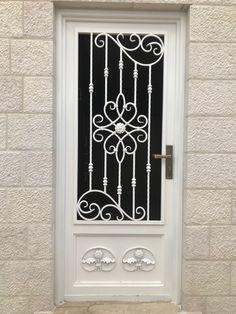 Grill Gate Design, Window Grill Design Modern, Steel Gate Design, Front Gate Design, Door Gate Design, Main Door Design, Wrought Iron Stairs, Wrought Iron Decor, Iron Front Door