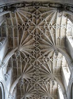 Christ Church Cathedral, Oxford chancelvault designed by William Orchard c. 1500, its intricate stone latticework symbolises heaven, with large 8-point stars and lantern-shaped pendants easily visible yet unimaginably difficult to carve.