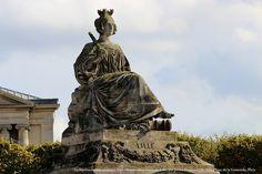 Statue allégorique (1838) de Lille, par James Pradier,  Place de la Concorde