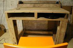 DIY Pallet Computer Table   Pallet Furniture Plans