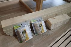 ディアウォールそのものは、このようなキャップ2個のセット。2×4の木材がぴったりはまるサイズになっています。好みの長さにカットした木材の上下にキャップをはめ、突っ張ることで、「柱」を作ることができるんです。