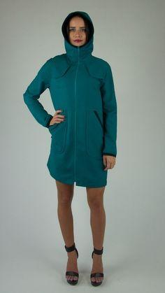 •Lightweight Wool•Three piece hood•Trenchcoat styling•Gathered waist at back•Lined pockets•Zip front•High necklineFabric: 100% Wool, Merino / Nylon ribbing
