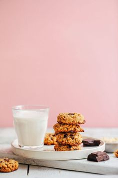 Healthy, vegan + gluten-free oatmeal chocolate chip cookies made with 10 wholesome ingredients! Tender on the inside, crunchy on the outside, SO delicious! Gluten Free Oatmeal, Vegan Oatmeal, Homemade Chocolate Chip Cookies, Baker Recipes, Scd Recipes, Chip Cookie Recipe, Dairy Free Milk, Vegan Treats, Sweets