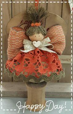 Christmas Tree Lots, Christmas Angels, Christmas Art, Angel Ornaments, Holiday Ornaments, Christmas Decorations, Diy Angels, Handmade Angels, Spool Crafts