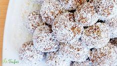 Acești bulgărași pregătiți în casă pot concura lejer cu bomboanele Raffaello din magazine, care sunt mult mai scumpe și bogate în aditivi nocivi pentru sănătate.