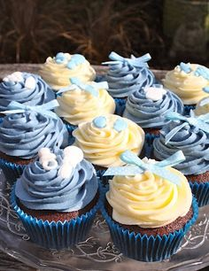 Good idea of putting bows on the cupcakes..quick and cheap