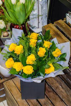 Yellow dozen #Roses #valentines day www.dublinflowershop.ie