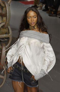 Dolce & Gabbana at Milan Fashion Week Spring 2003 - Runway Photos
