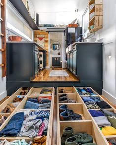 16 Tiny House Storage Ideas & Hacks Need ideas for organizing and getting more storage in your tiny home? Check out these 16 tiny home organization ideas and storage tips! Tyni House, Tiny House Loft, Tiny House Storage, Best Tiny House, Modern Tiny House, Tiny House Plans, Tiny House Design, Tiny House On Wheels, Tiny House Trailer Plans