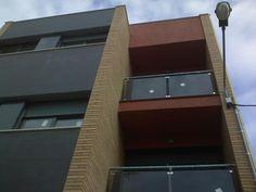 #Edificios #Contemporaneo #Balcon #Exterior #Vidrio #Barandillas #Ventanas