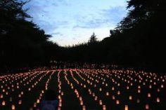 保土ケ谷公園の梅園周辺で夏休み最後の土曜に保土ケ谷キャンドルナイトが開催されますよ 数千のキャンドルが灯され日の入りとともに幻想的な空間を楽しむことができます 日本古来の楽器を使った実力派ミュージシャンによるライブのライブもありますのでぜひ夏休みの最後の思い出に出かけてみてくださいね tags[神奈川県]