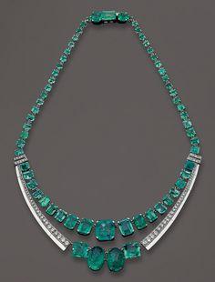 Art Deco, Circa in a setting by Dusausoy. Emeralds &Diamond in a platinum frame. Bijoux Art Deco, Art Deco Jewelry, Jewelry Design, I Love Jewelry, Sea Glass Jewelry, Fine Jewelry, Jewellery, Antique Jewelry, Vintage Jewelry
