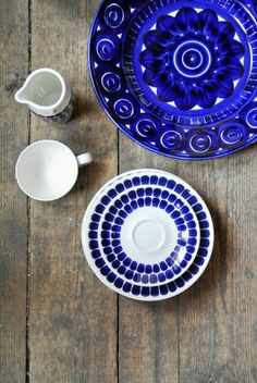 Blue ceramics - I have Valencia plates and would like to have new coffee cups in blue color. Blue Pottery, Ceramic Pottery, Vintage Pottery, White Dishes, Nordic Design, White Decor, Something Blue, Earthenware, Scandinavian Design