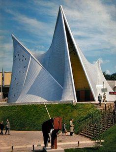 Philips Pavilion (World heritage foundation pavilion) Le Corbusier, Movement In Architecture, Art And Architecture, Architecture Diagrams, Pavillion Design, Bus Stop Design, Parametric Design, Strange Places, Site Plans