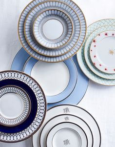 """""""I like to have a variety of styles, palettes and patterns that you can mix and match to suit all the ways you want to entertain."""" Kate Berry Shop the collections + get more wedding c Classic Dinnerware, Fine China Dinnerware, Dinnerware Sets, Vase Deco, Wedding China, China Patterns, Deco Table, Teller, Instagram Shop"""