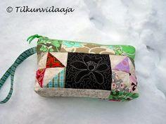 Ice flowers, a quilted zippered pouch by Tilkunviilaaja -- Jääkukkia-tilkkupussukka