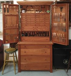 Bedroom Furniture Sets, Bedroom Sets, Furniture Design, Primitive Dining Rooms, Wood Tools, Wood Creations, Country Furniture, Tool Storage, House Design