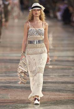 Chanel - Resort 2017 ❇❇❇ Un estilo Super Boho Chic para esta temporada ❇❇❇ Los Complementos siempre forman una parte importanteben el total Look