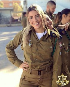 Idf Women, Military Women, Pho, Female Army Soldier, Israeli Girls, Outdoor Girls, Military Girl, Girls Uniforms, Armada