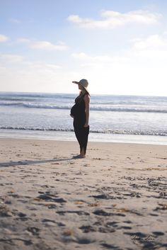 ee35941637 30 Week Beach Maternity Shoot