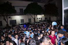 Thứ hai, 23/1/2017 09:59 GMT+7 Nam ca sĩ gọi sân khấu buổi fan meeting là 'ngôi nhà truyền cảm hứng'.            Sơn Tùng có buổi offline với 300 fan vào tối qua, tại TP HCM. 19h chương trình mới bắt đầu nhưng đã có đông người đứng xếp hàng từ sớm để được và...  http://cogiao.us/2017/01/22/son-tung-m-tp-tai-hien-ngoi-nha-cua-anh-tren-san-khau/