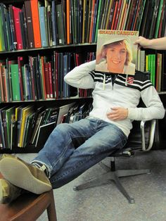 """SLEEVEFACING"" = using your body with a record sleeve to cause an illusion"