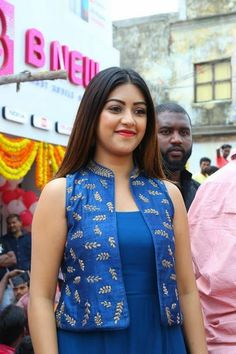 Telugu Actress Anu Emmanuel launches B New Mobile Store at Bapatla, Guntur, AP. Anu Emmanuel photos at B New Mobile Store launch. Shrug For Dresses, Indian Gowns Dresses, Evening Dresses, Churidar Designs, Kurta Designs Women, Dress Neck Designs, Blouse Designs, Jacket Style Kurti, Anu Emmanuel