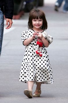 Suri Cruise. This adorable little spoiled girl makes me smile every time. Ehmagawd, I'm such a baby stalker :)