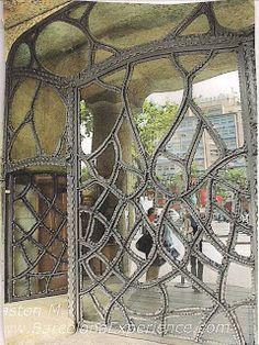 anna - qua - ana: From Gaudi To Couture!