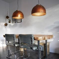 Indusigns created another fantastic upcycle design pendant lamp series called Boiler Light. The pendant is made out of discarded copper boiler vessel. Interior Garden, Bathroom Interior Design, Interior Decorating, Copper Lamps, Brass, Pendant Lamp, Decoration, Lighting Design, Dining Table