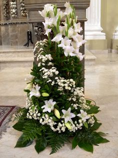 Selecting The Flower Arrangement For Church Weddings – Bridezilla Flowers Funeral Floral Arrangements, Unique Flower Arrangements, Alter Flowers, White Flowers, Church Wedding Flowers, Funeral Flowers, Church Altar Decorations, Flower Decorations, Decoration Entree