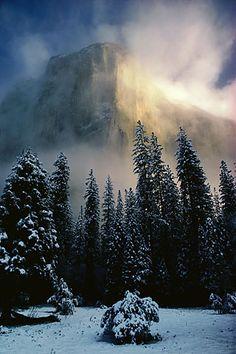 Clearing storm, El Capitan, Yosemite (California, 1973) - Galen Rowell