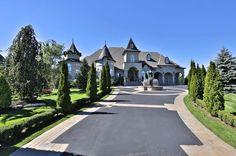 Brilliant Custome House in Ontario, Canada