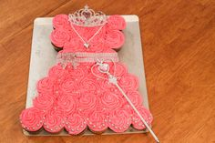 This is such a cute cake! I love it so much! Please check out how to make this Pink Princess Pull Apart Cake! Like my Facebook page! https://www.facebook.com...